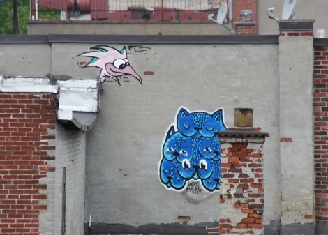 Waxhead (in blue) and Futur Lasor Now (top left) on Montreal Plateau rooftop