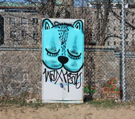 Waxhead piece next to volleyball field in Parc Jeanne-Mance