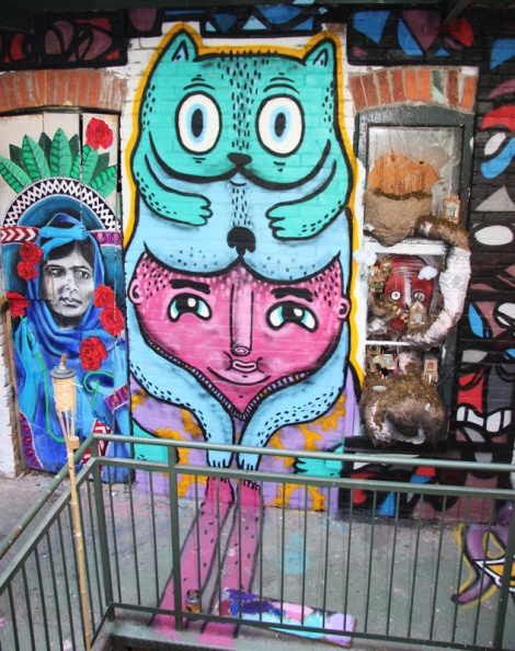 Miss Me (left), Waxhead (centre and behind right), Alysha Farling (right), all framed by M.Abstrakt for Cabane à sucre secret project August 2014