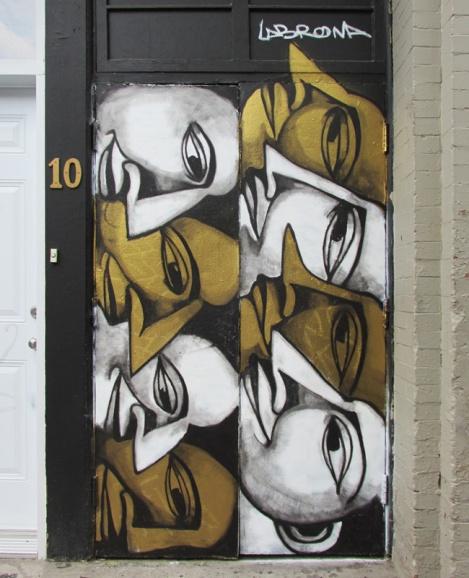 Labrona on Plateau door