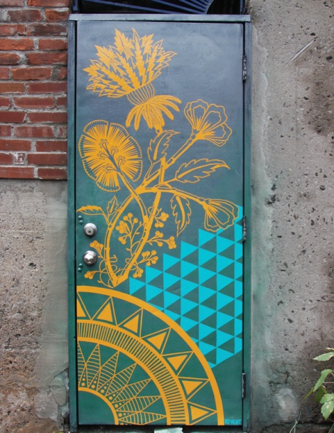 KTVert on Plateau back alley door