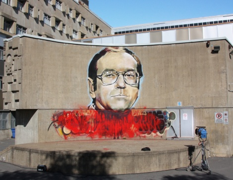 Portrait of Gaston Miron by Omen on a wall of a Montreal Nord school. Bottom part is preemptive damage control by the artist himself.