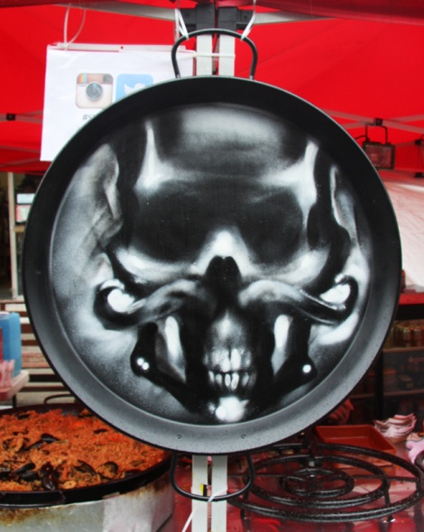 Omen piece inside paella pan