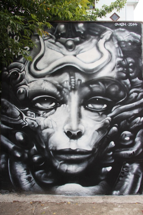 Omen mural in alley between St-Urbain and Clark