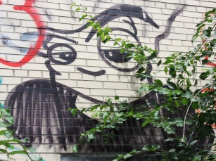 drawn piece by unidentified artist in St-Denis|Drolet alley between Duluth and Roy