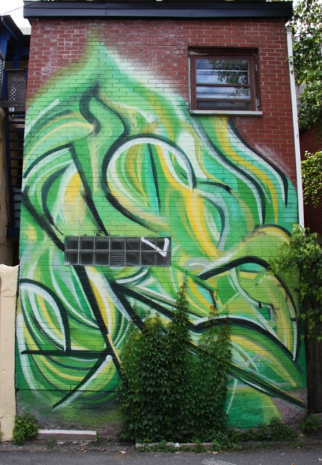 Mastrocola mural in St-Denis|Drolet alley between Duluth and Roy