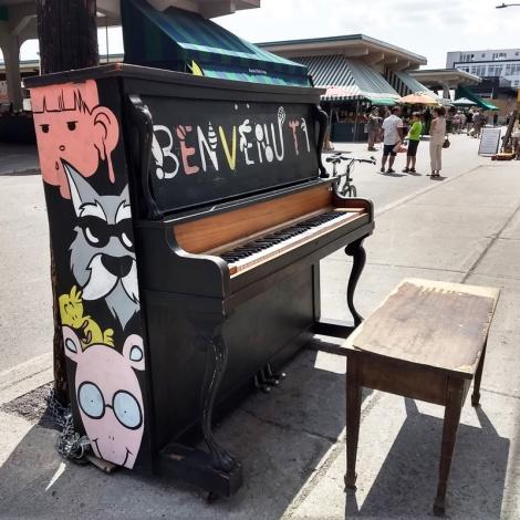 Tava on a public piano