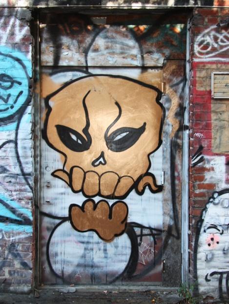 unidentified artist in a Plateau alley