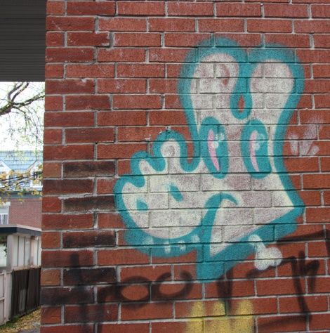 Cryote representing the WZRDS GNG in alley behind St-Denis