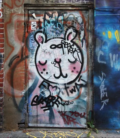 Fox Twat in alley between St-Laurent and Clark