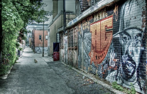 general view of the alley between St-Laurent and Clark, between Roy and St-Cuthbert © Aline M