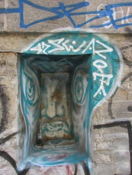Waxhead piece in alley between St-Laurent and Clark