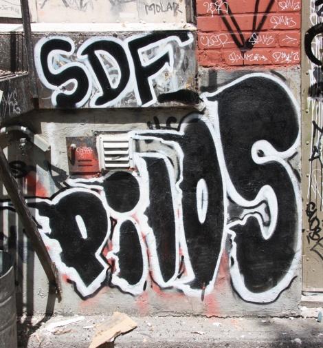 Pilos piece in alley between St-Laurent and Clark