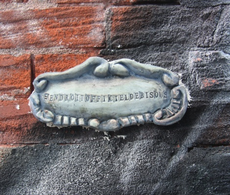 "Clay piece by Zenka stating ""#Endroitofficieldebisous"" found on wall in alley off St-Laurent"