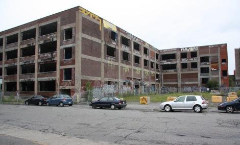 Omnipac building, corner Van Horne and Parc