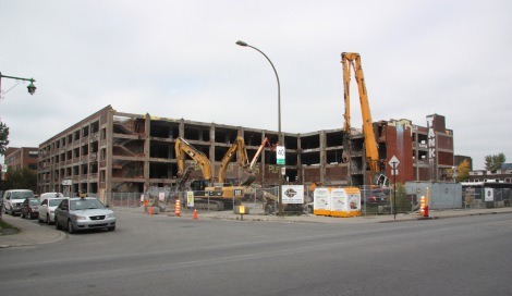 Omnipac building on the corner of Van Horne and Parc in the process of being demolished