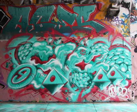Aces (top), Eskro (bottom) on Rouen tunnel legal graffiti wall