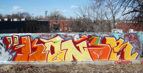 Kaner next to train tracks above Rouen tunnel legal wall