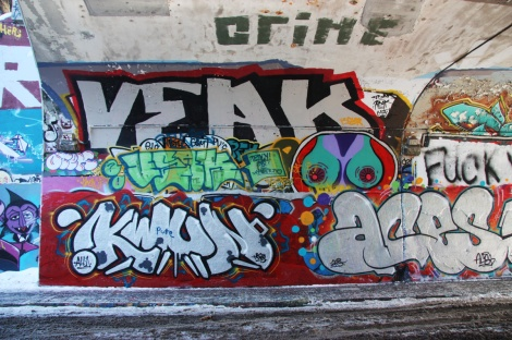 Kwun (bottom left), Aces (bottom right), Veak (top) at the Rouen tunnel legal graffiti wall