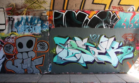 Koni HTU (bottom left) and Oser (bottom right) at the Rouen tunnel legal graffiti wall