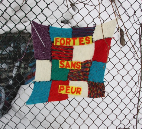 yarn bombing next to Rouen tunnel legal wall
