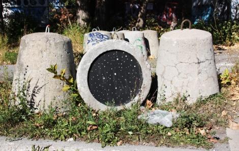 Swarm portal underneath a concrete bollard