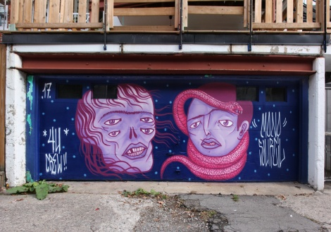 Mono Sourcil for the Gatos Callejeros production in a Rosemont alley