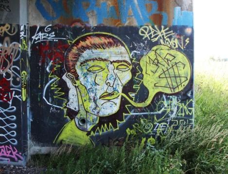 Mono Sourcil piece found under a bridge