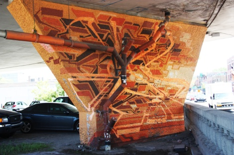Stare on a pillar of the Van Horne|Rosemont overpass