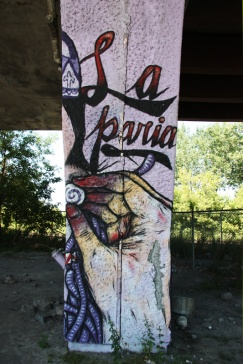 La Paria aka Paria Crew 'mural' on a pillar of the Van Horne|Rosemont overpass