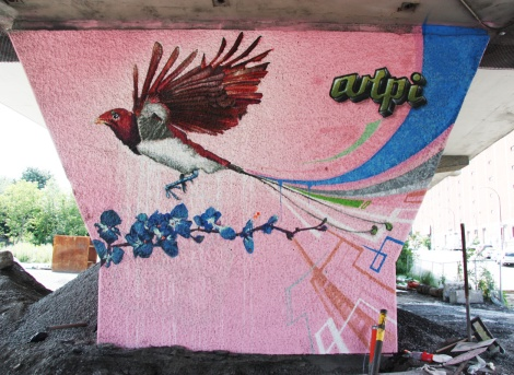 Arpi 'mural' on a pillar of the Van Horne|Rosemont overpass