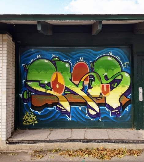 Fokus on the garage door of a park building in the Nouveau Rosemont