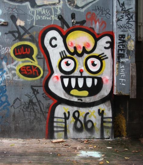 Lulu107 in alley between St-Laurent and Clark