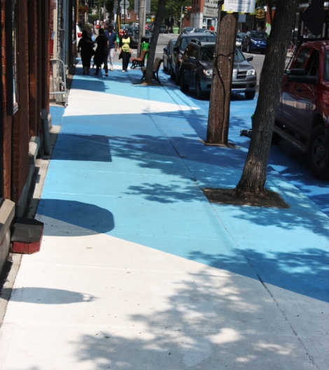 painted sidewalks on de Castelnau