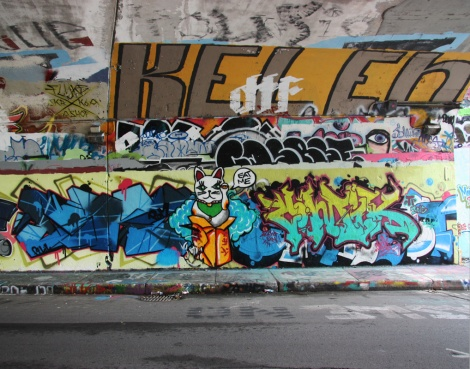 EK7 (left), Bonie (character) and Comik? (right) at the Rouen legal graffiti tunnel. Top right is Kelen.