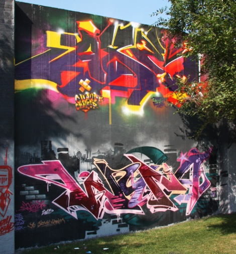 Axe (top) and Wuna (bottom) at the Lachine legal graffiti wall