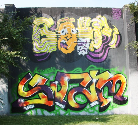 Bosny (top) and Swarm (bottom) at the 2015 Lachine graffiti jam