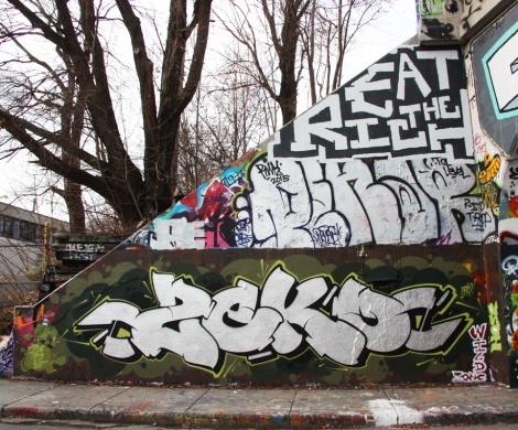 Zek at the legal graffiti tunnel on de Rouen