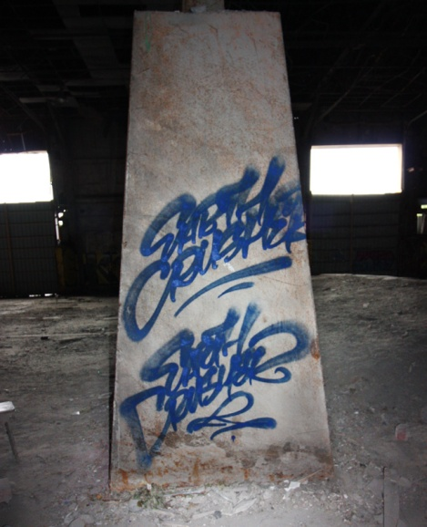 Earth Crusher handstyle in an abandoned place