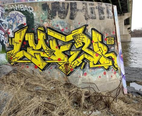 Lyfer piece on a bridge pillar