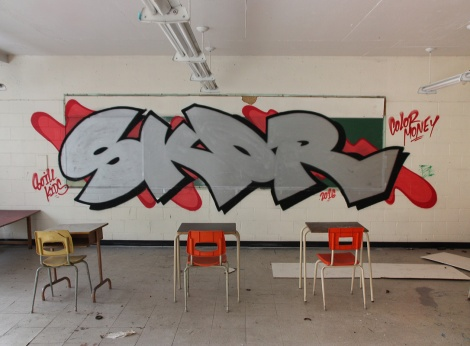 Skor in an abandoned school