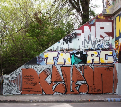 Kelen (ground level) and Gaulois for the TMRC crew (above) at the Rouen legal graffiti tunnel