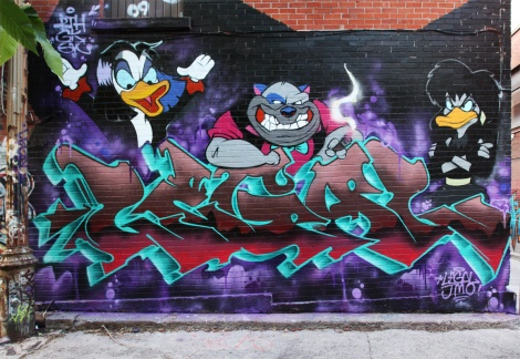 Legal (letters) and Jmoe (characters) in the alley between St-Laurent and Clark
