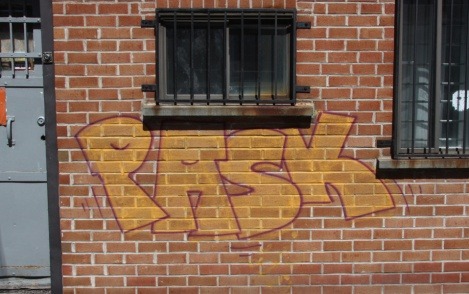 Pask in Petite-Patrie alley