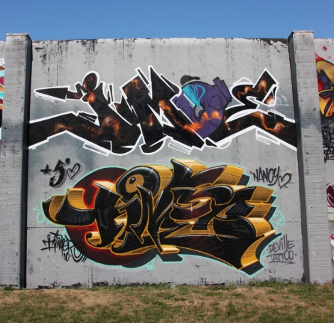 Jmoe (top) and Timer (ground level) at the Lachine legal graffiti walls