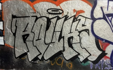 Chrome throw by Rouks found at the Rouen legal graffiti tunnel