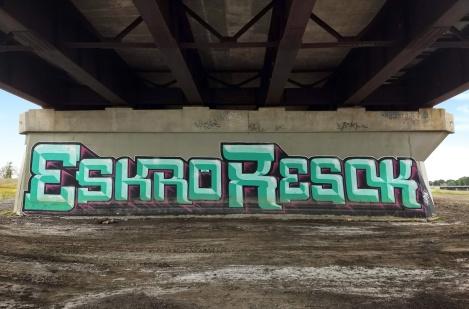 Eskro and Resok under a bridge