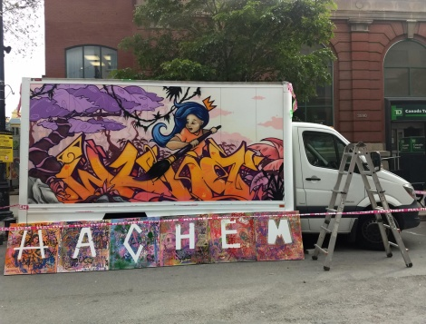 Wuna on truck side for the 2019 edition of Mural Festical