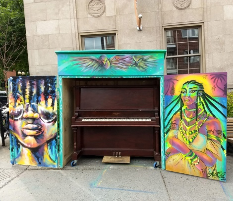 Maliciouz on a public piano in the Plateau