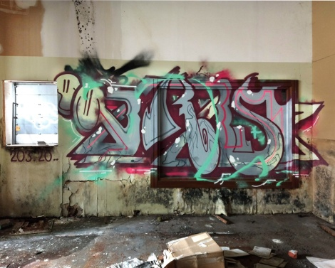 Ekes in an abandoned building